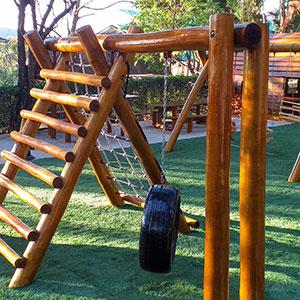 Playground de Tronco de Madeira